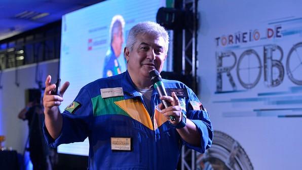 Ex-aluno do SESI e do SENAI, astronauta Marcos Pontes faz palestra no Torneio de Robótica