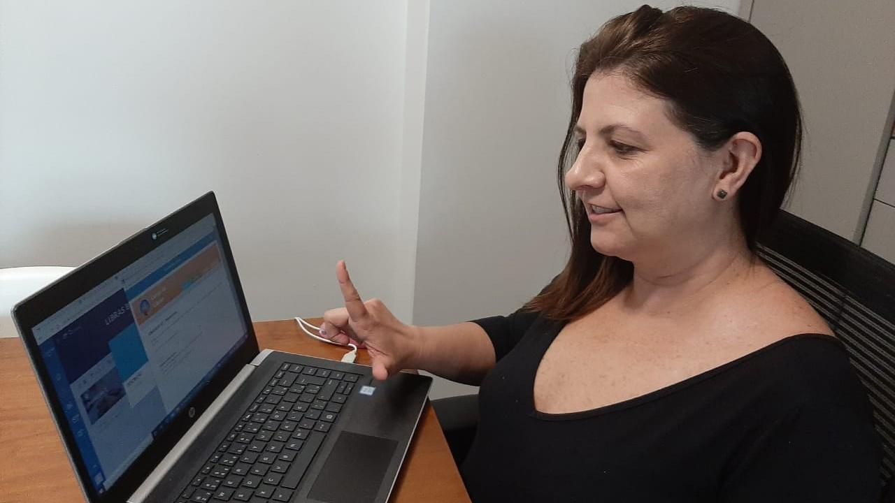 Ensino de Libras promove inclusão dentro do ambiente de trabalho
