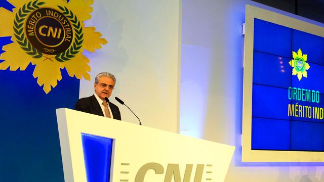 Robson Braga de Andrade entrega Medalha do Mérito Industrial