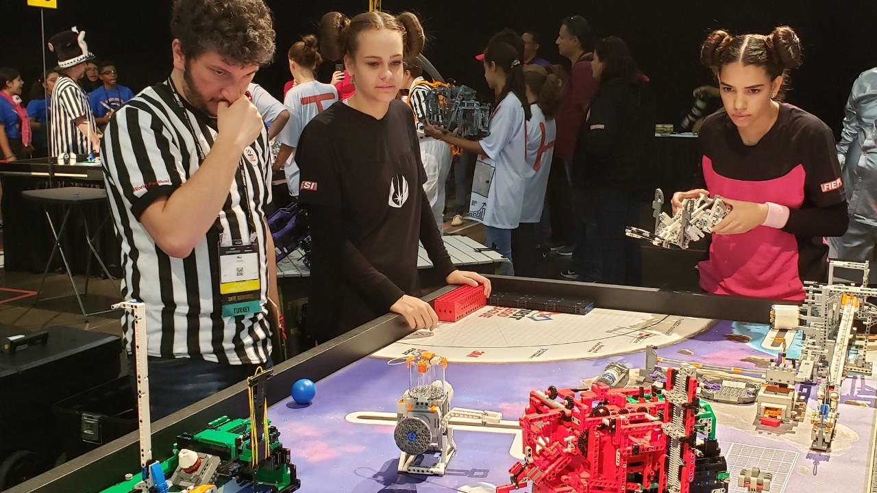Estudantes brasileiros participam de torneios de robótica nos Estados Unidos, Turquia e Uruguai