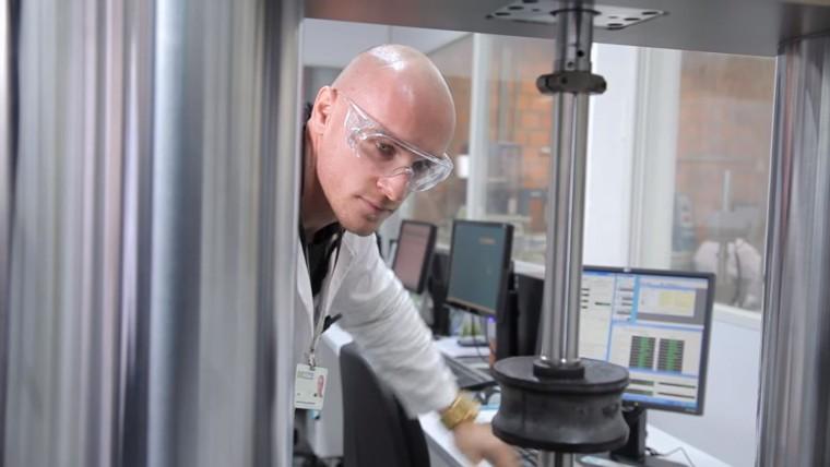 VÍDEO: SENAI estuda inovações em nanotecnologia para melhorar a indústria brasileira