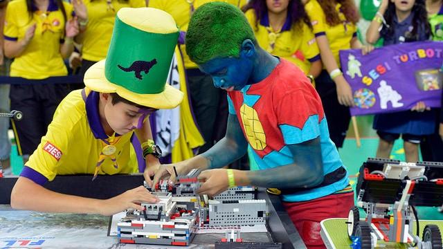 Conheça as máquinas que estão dando show no Torneio de Robótica