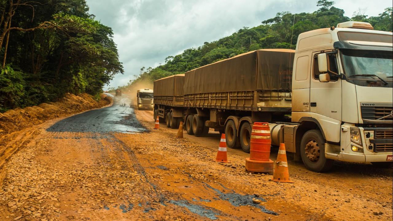 Obras atrasadas e gargalos do saneamento básico aumentam o custo de produzir