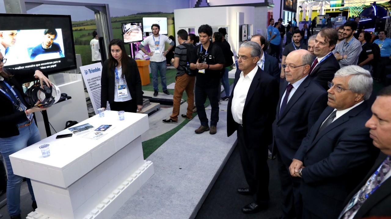 Olimpíada do Conhecimento recebe visita de autoridades