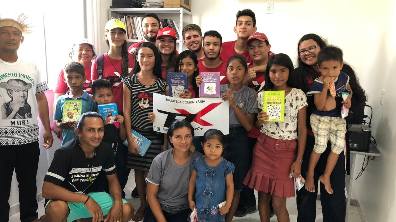 Alunos do SESI montam biblioteca em aldeia indígena no Amazonas