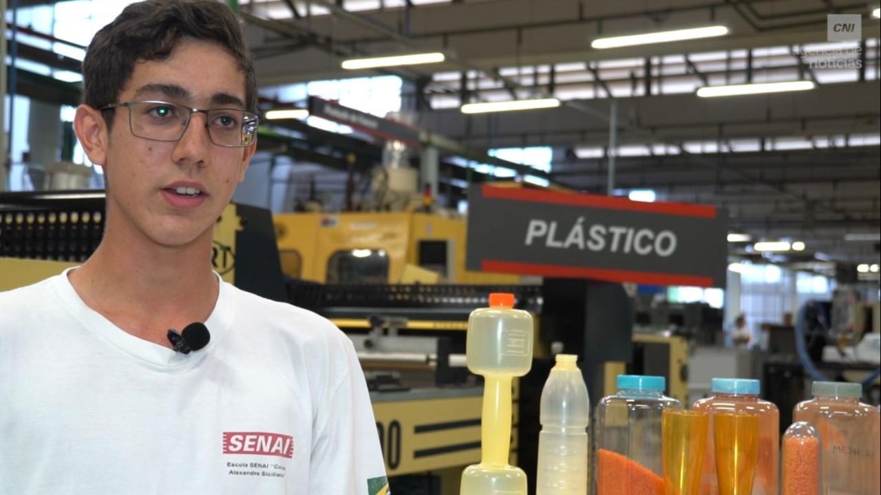 VÍDEO: Veja como o SESI e o SENAI estimulam a inovação em sala de aula e nas indústrias