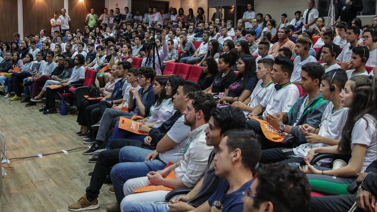 AWS oferece curso de computação em nuvem para adolescentes do SENAI