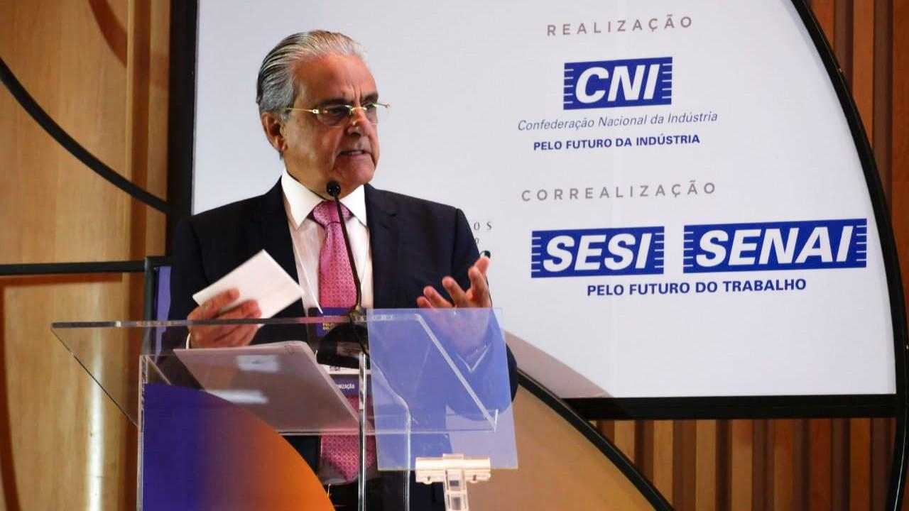 Educação deve ser fortalecida para formar o profissional do futuro, defende presidente da CNI