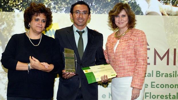 Prêmio de Economia e Mercado Florestal reconhece estudos que fortalecem a produção sustentável