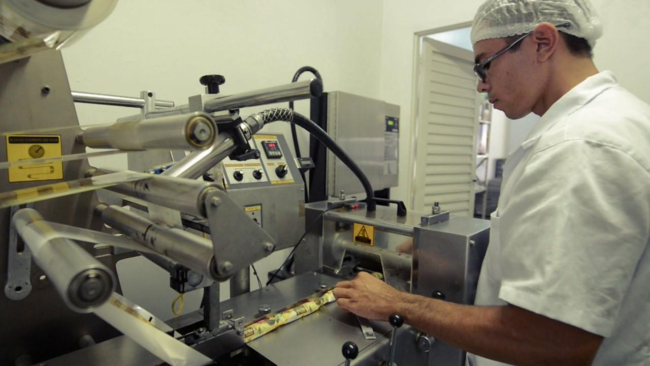 VÍDEO: Minuto da Indústria mostra que o custo da indústria subiu com a valorização do dólar