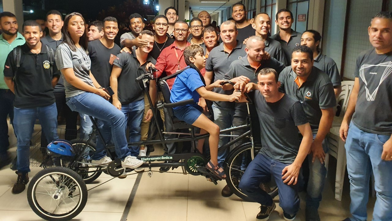 Alunos do SENAI criam bicicleta adaptada para pessoas com deficiência