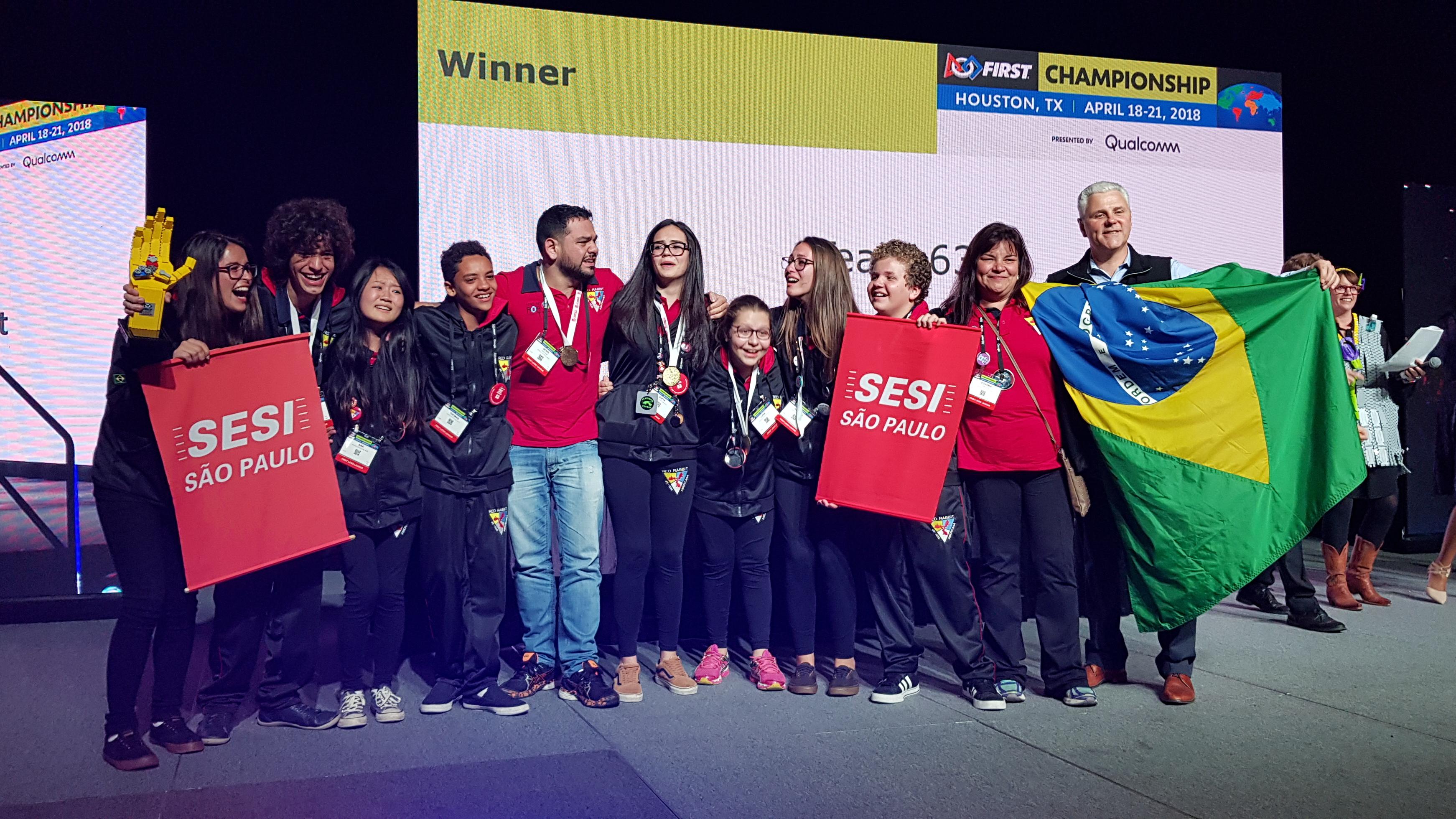 Alunos do SESI são campeões do principal torneio de robótica do mundo