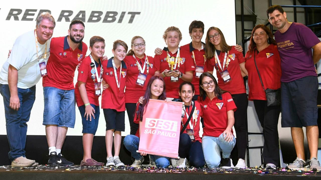 Estudantes vão representar o Brasil no principal Campeonato de Robótica do Mundo, nos Estados Unidos
