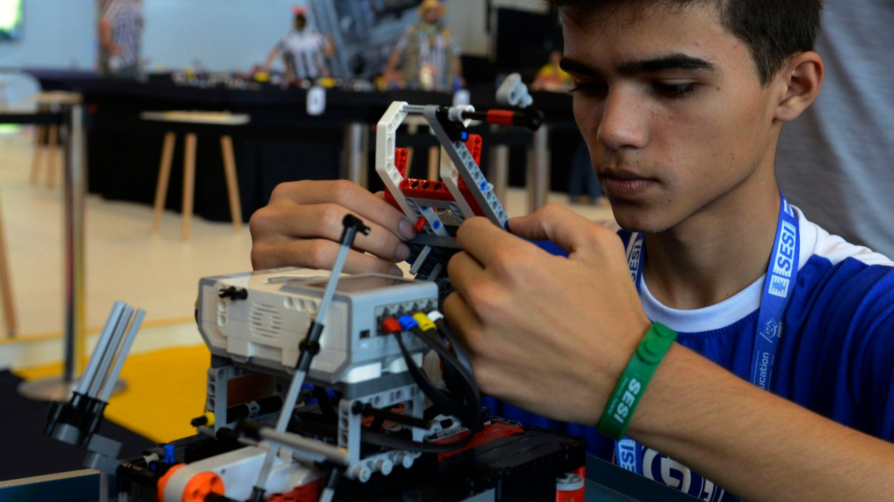 Inteligência Artificial nas escolas: estudo aponta ferramentas que serão usadas até 2030