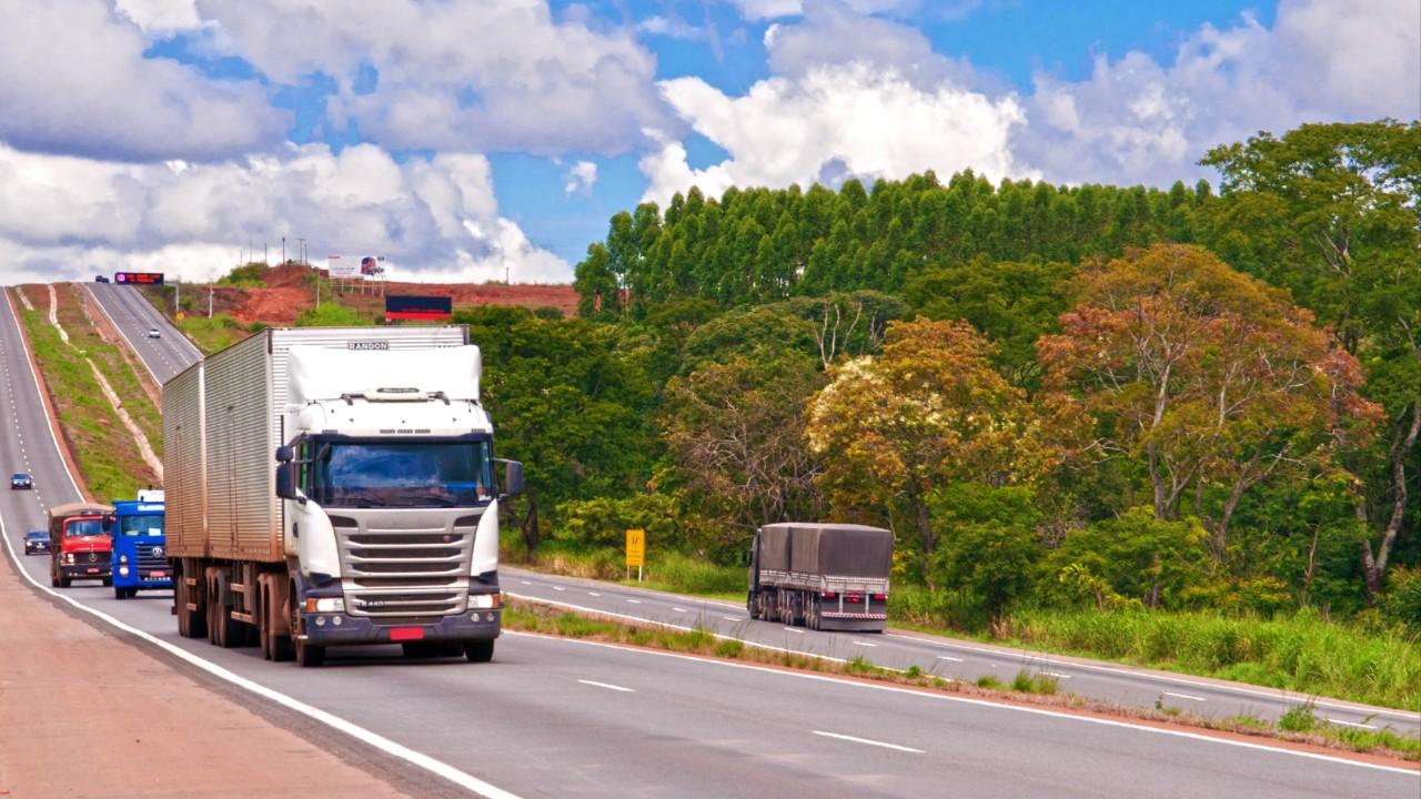 Experiências internacionais mostram caminhos para concessões em rodovias no Brasil