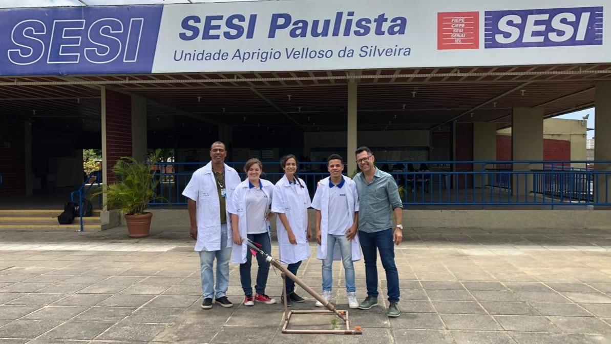 Alunos do SESI participam de Mostra Brasileira de Foguetes