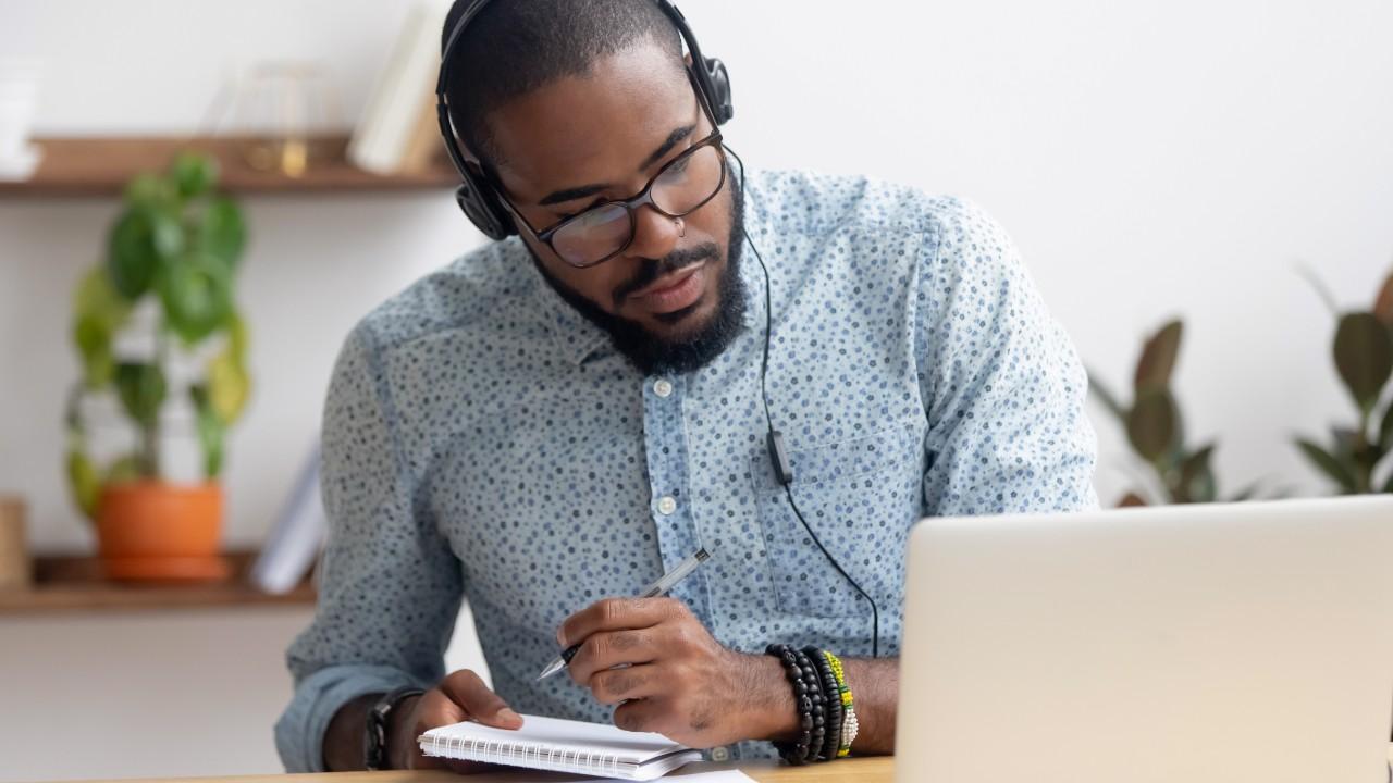 5 cursos gratuitos do IEL para você se aprimorar como gestor