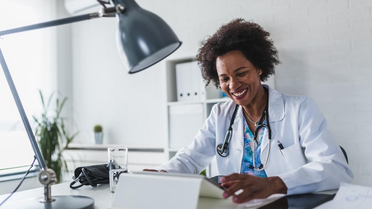 50% das indústrias afirmam que telemedicina veio para ficar, mostra pesquisa do SESI