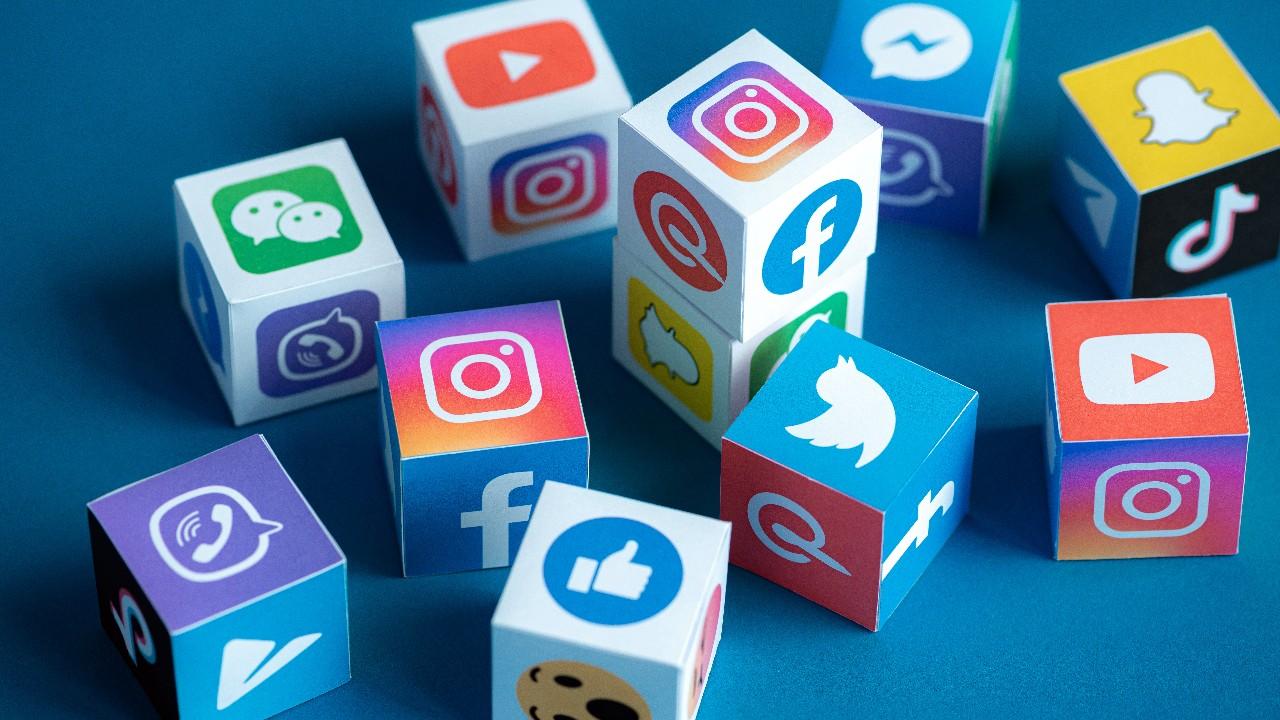 Esse guia orienta pequenas empresas a fazer gestão de redes sociais
