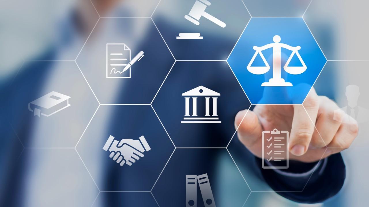 Desenvolvimento passa por segurança jurídica e investimentos privados, diz André Mendonça