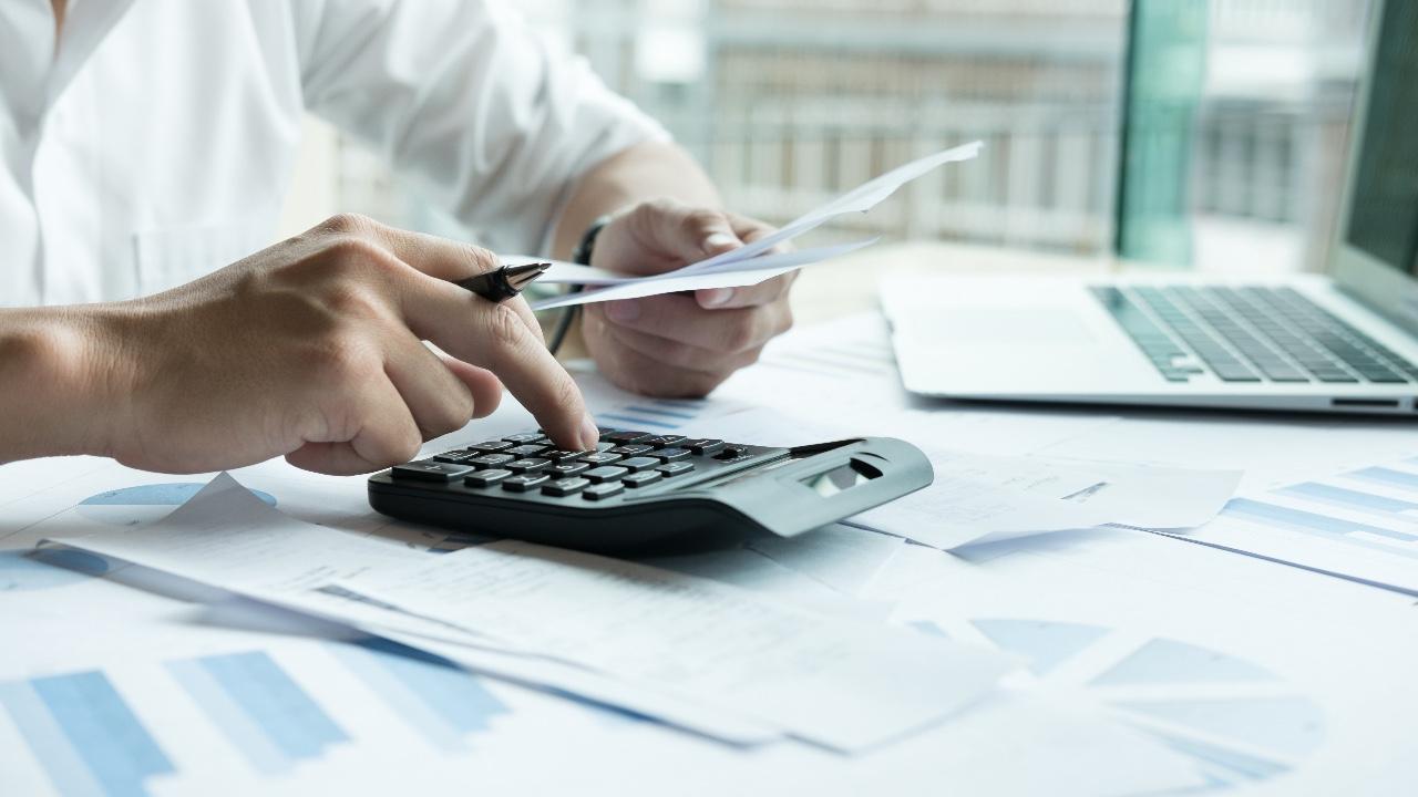 Adiar pagamento de tributos e financiamentos contribuirá para empresas sobreviverem à crise, diz gerente da CNI