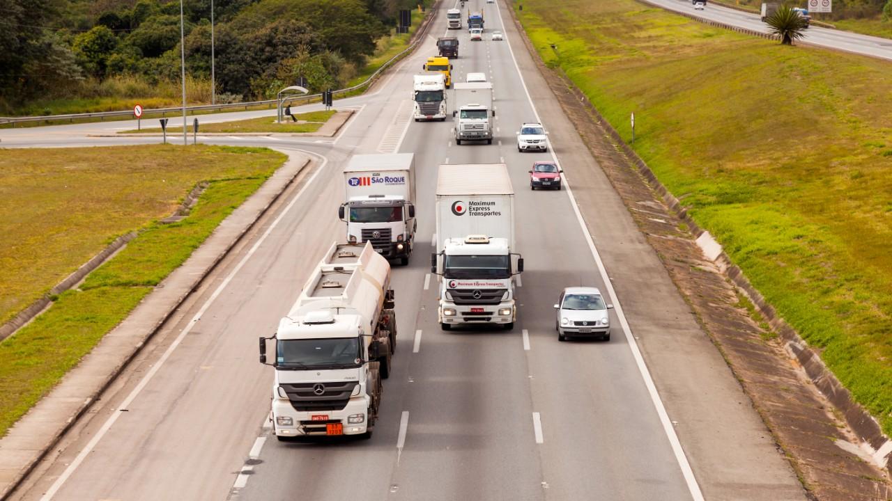 CNI defende redução de intermediários no transporte rodoviário de carga
