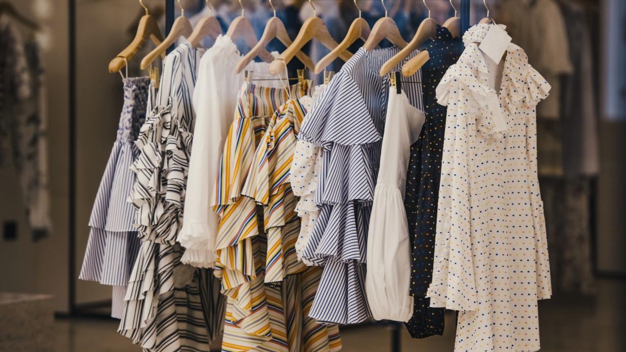 Moda do futuro: fábrica inteligente produz roupa customizada em meia hora
