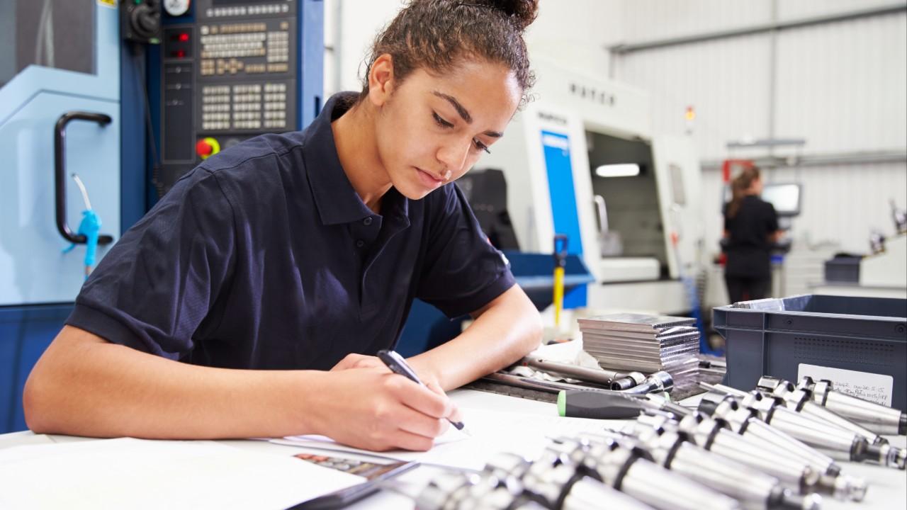 Comissão lança documento de apoio à implantação dos novos cursos de Engenharia