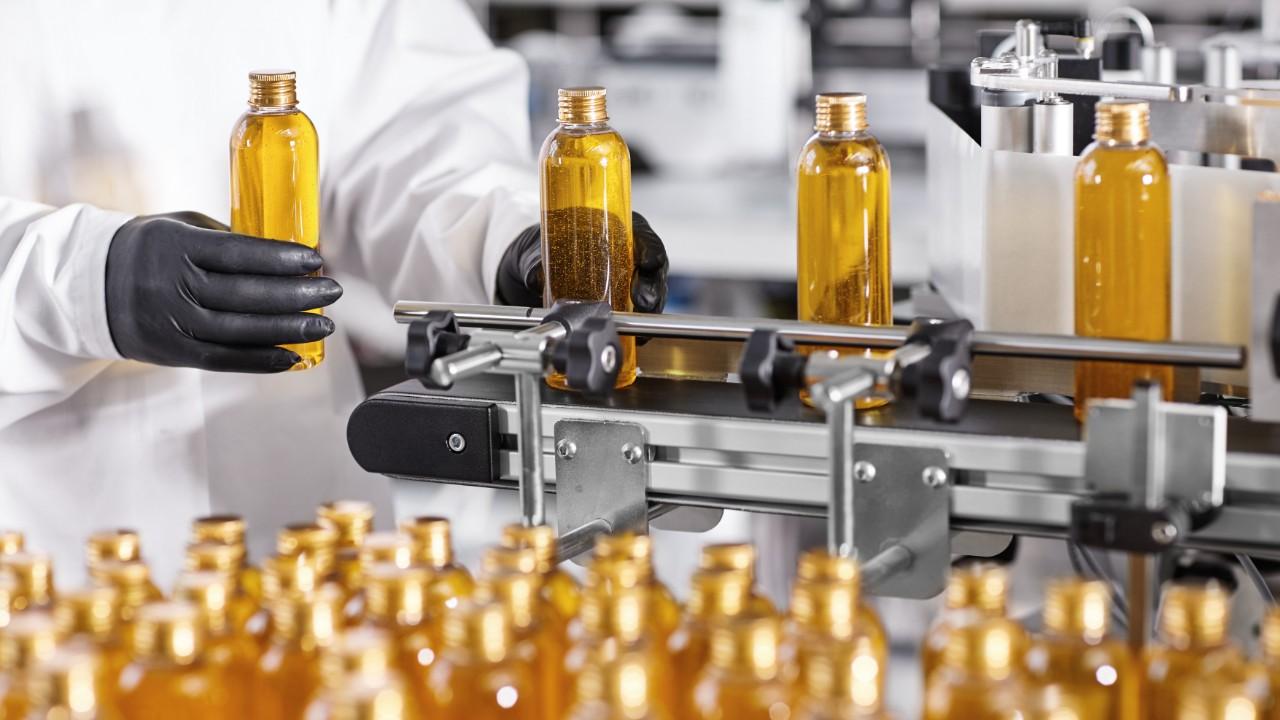 Produção cai, ociosidade aumenta e indústria acumula estoques