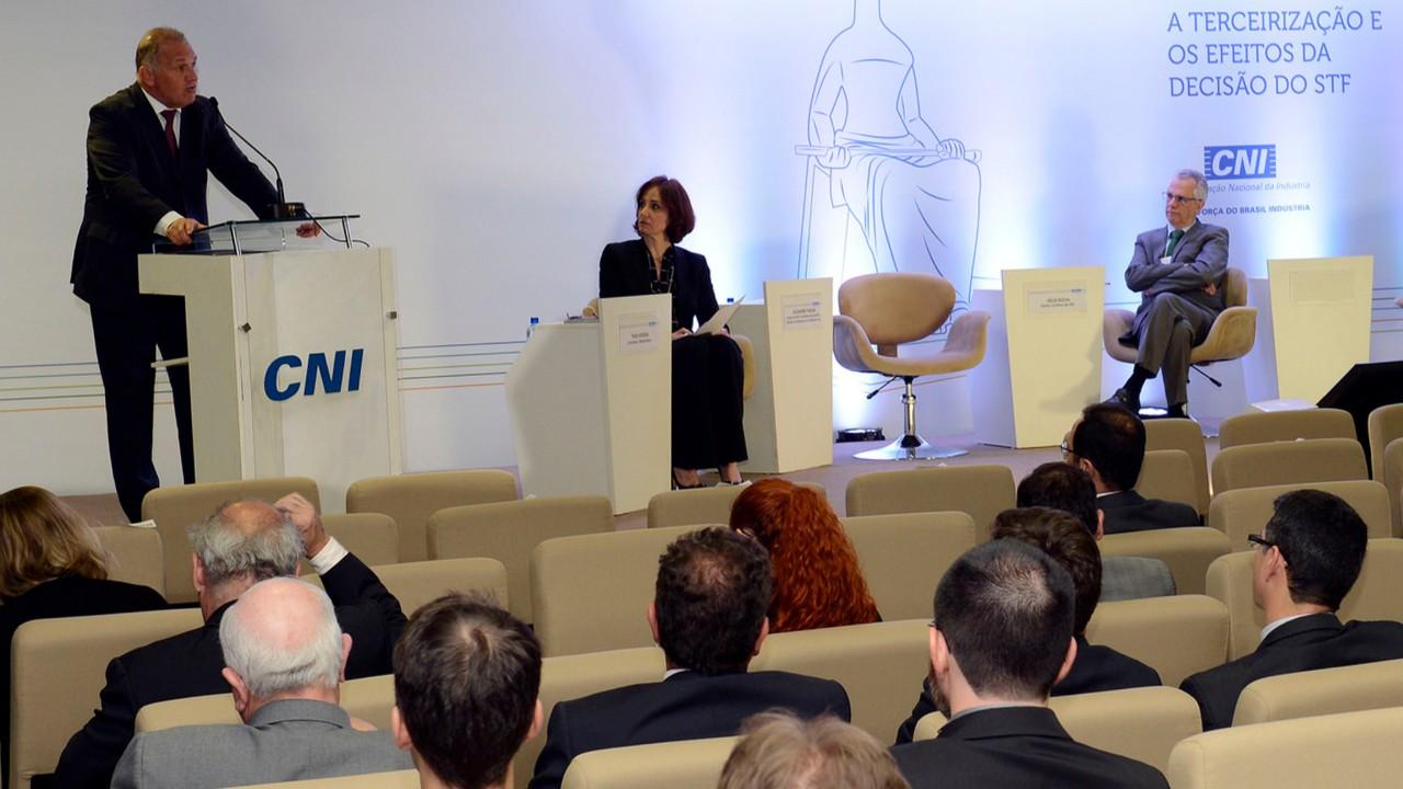 VÍDEO: Minuto da Indústria mostra que a terceirização foi discutida em seminário na CNI
