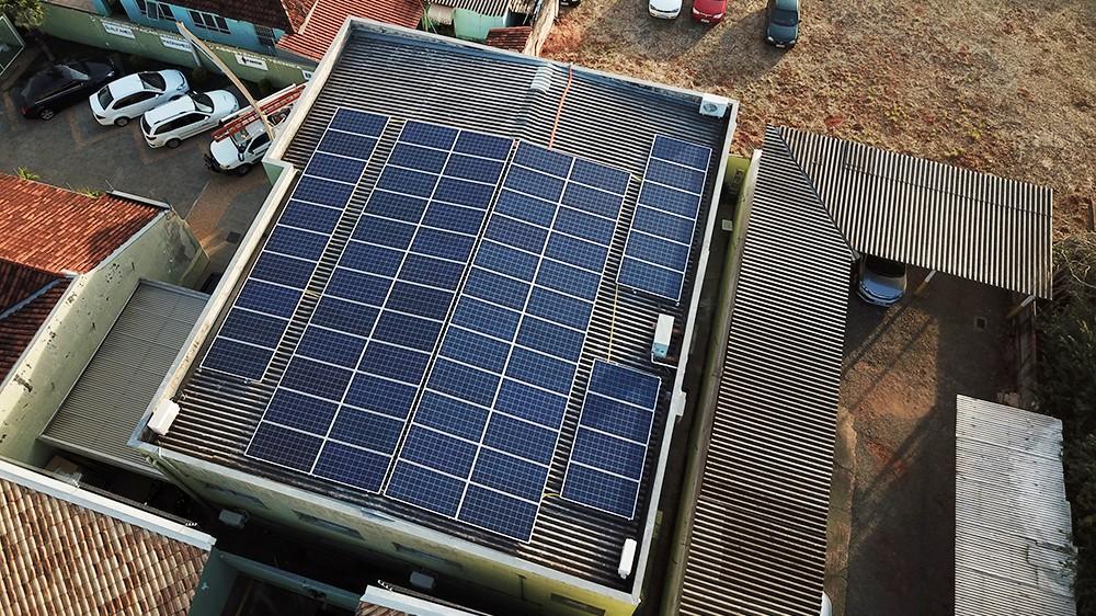 Com placas fotovoltaicas instaladas pelo SENAI, empresário reduz conta de R$ 2 mil para R$ 200
