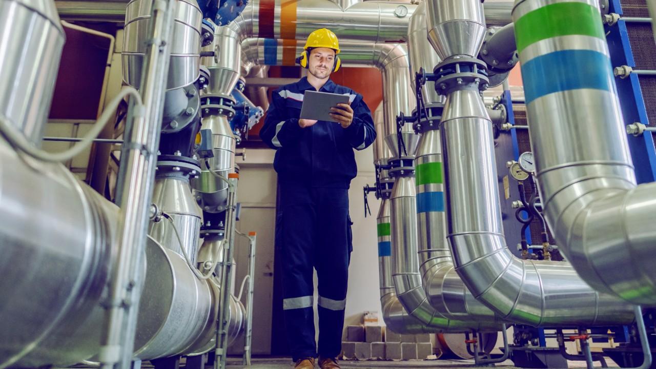 Produtividade do trabalho na indústria cresce 8% no terceiro trimestre, aponta CNI