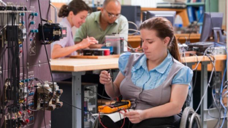 Sesi debaterá inclusão de PcDs no mercado de trabalho durante a Caça Talentos Expo