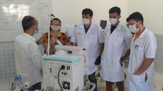 Equipe do SENAI do Ceará é treinada para manusear respiradores vindos da China