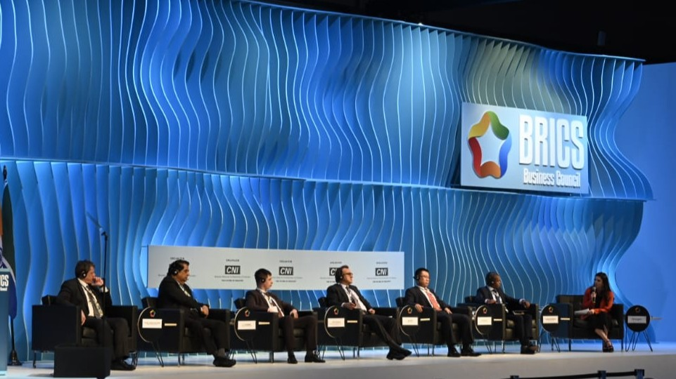 Ministro da Infraestrutura pede investimento do BRICS em ferrovias no Brasil