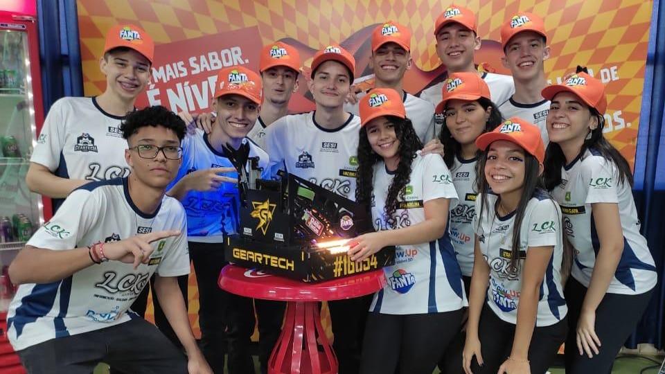 SESI recebe mais prêmios em torneio mundial de robótica