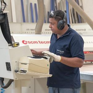 Emprego na indústria mantém trajetória de crescimento
