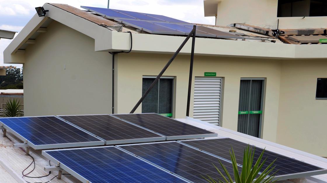 SENAI promove competição de mulheres em sistema de energia solar