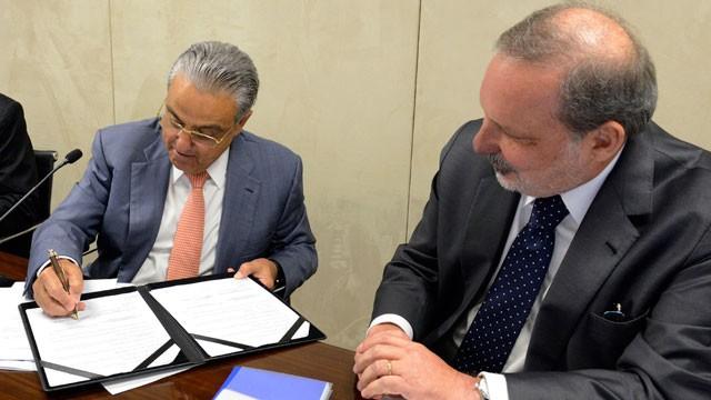 CNI e governo federal assinam acordo para atrair investimentos estrangeiros