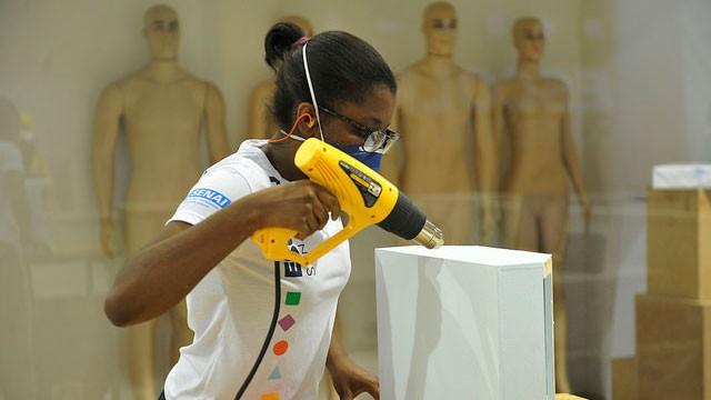 SENAI desafia alunos a criar e confeccionar roupas funcionais na olimpíada de profissões