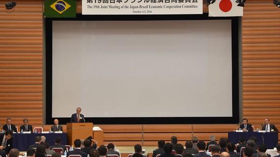 Empresários e representantes dos governos de Brasil e Japão discutem comércio e investimentos em Curitiba