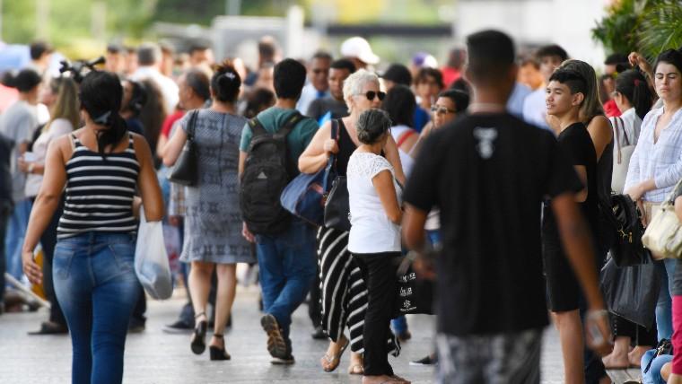 Desemprego, corrupção e saúde são os principais problemas do país, dizem os brasileiros