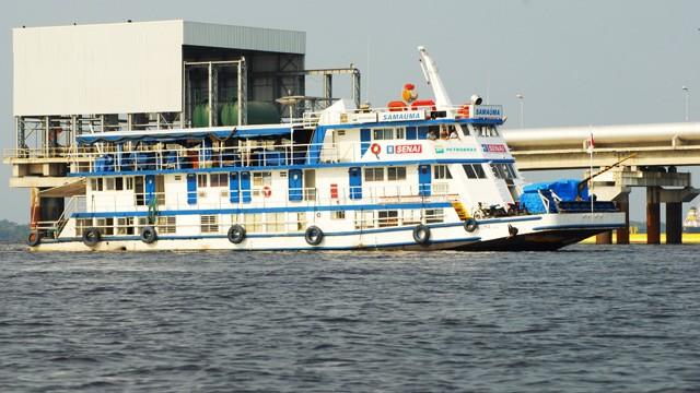 Barco escola SENAI Samaúma I leva educação a moradores do Amapá