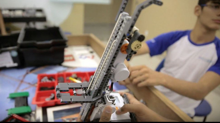 VÍDEO: Da sucata aos robôs, alunos de Goiás encontram no lixo mais uma inspiração para criações tecnológicas