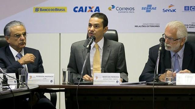 Indústria e governo firmam parceria para incentivar aumento de empresas exportadoras