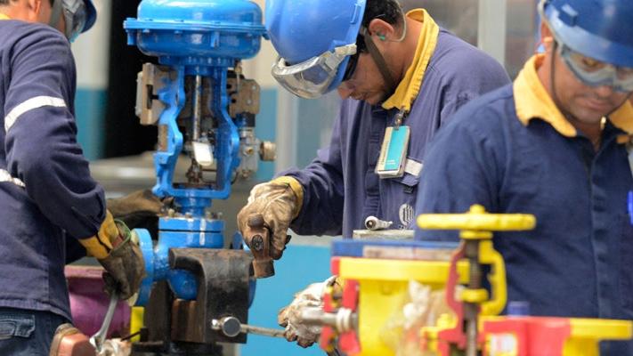 Faturamento real da indústria cresceu 2,4% em março, informa CNI