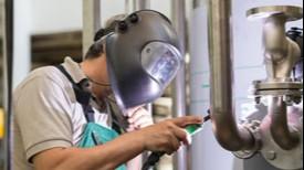 Faturamento da indústria cresce 0,7% e emprego cai 0,5%