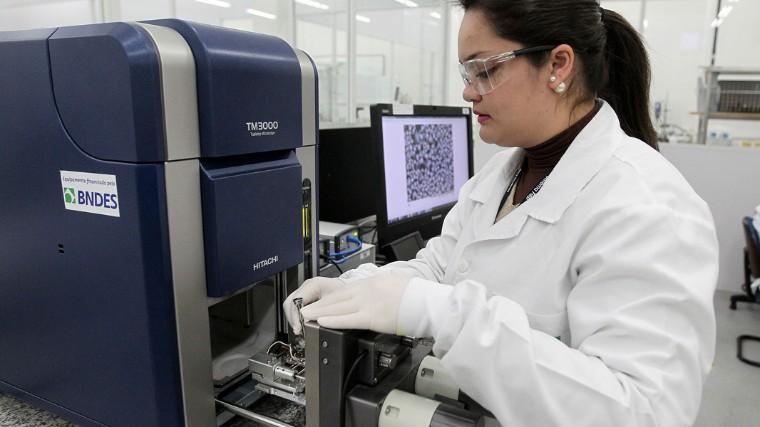 Indústria de cosméticos tem apoio dos Institutos SENAI de Inovação para ser mais competitiva