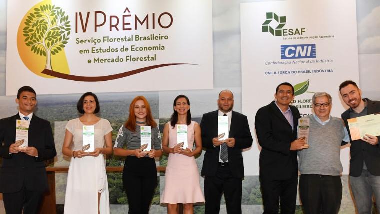 Serviço Florestal Brasileiro e CNI premiam Estudos de Economia e Mercado Florestal