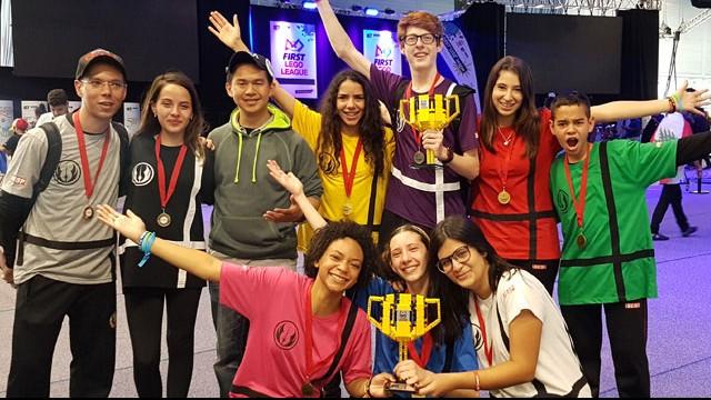 Estudantes do SESI vencem torneio internacional de robótica do Reino Unido